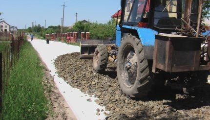 Геотекстиль потом щебень для устройства дороги